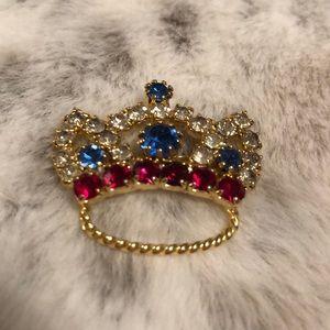 Vintage rhinestone crown brooch goldstone